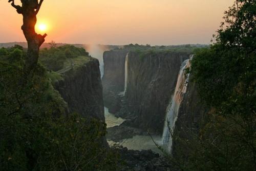Zambia - Victoria Falls 02.jpg