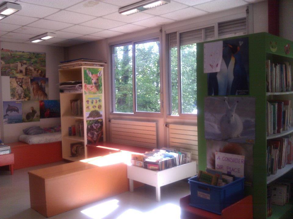 Bibliothèque école les Cèdres.jpg