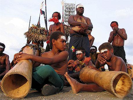 Papouasie Nouvelle Guinée Musiciens.jpg