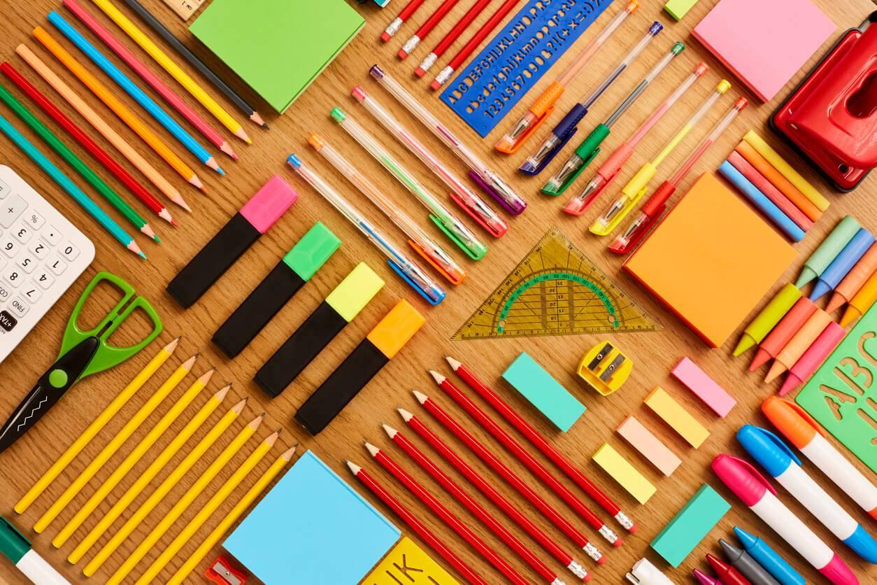 fournitures-scolaires-les-grandes-nouveautes-de-la-rentree-istock-com-neustockimages-204-1498731272.jpg