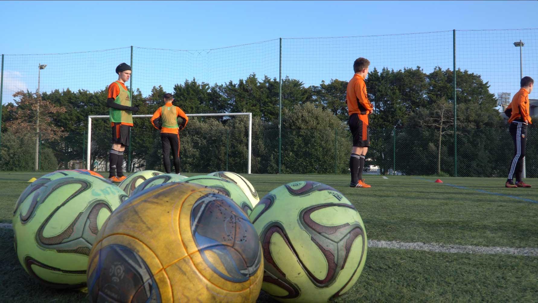 2014-2015 Lycée Dupuy de Lôme - section sportive football  partenariat avec le FCL (Football Club de Lorient).jpg