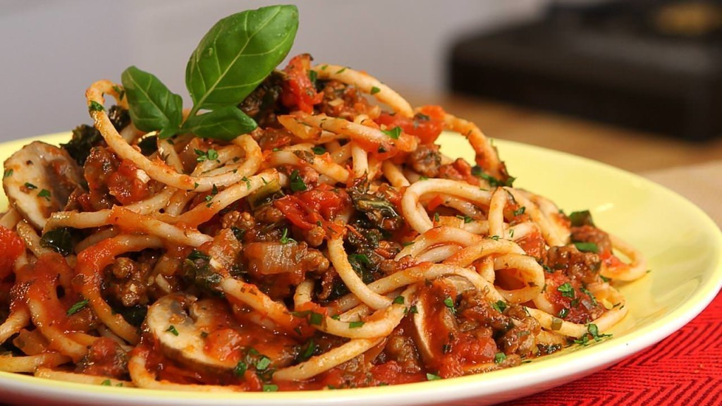 CleanEating_SpaghettiBolognese_072015-img_1280x720-1024x576.jpg