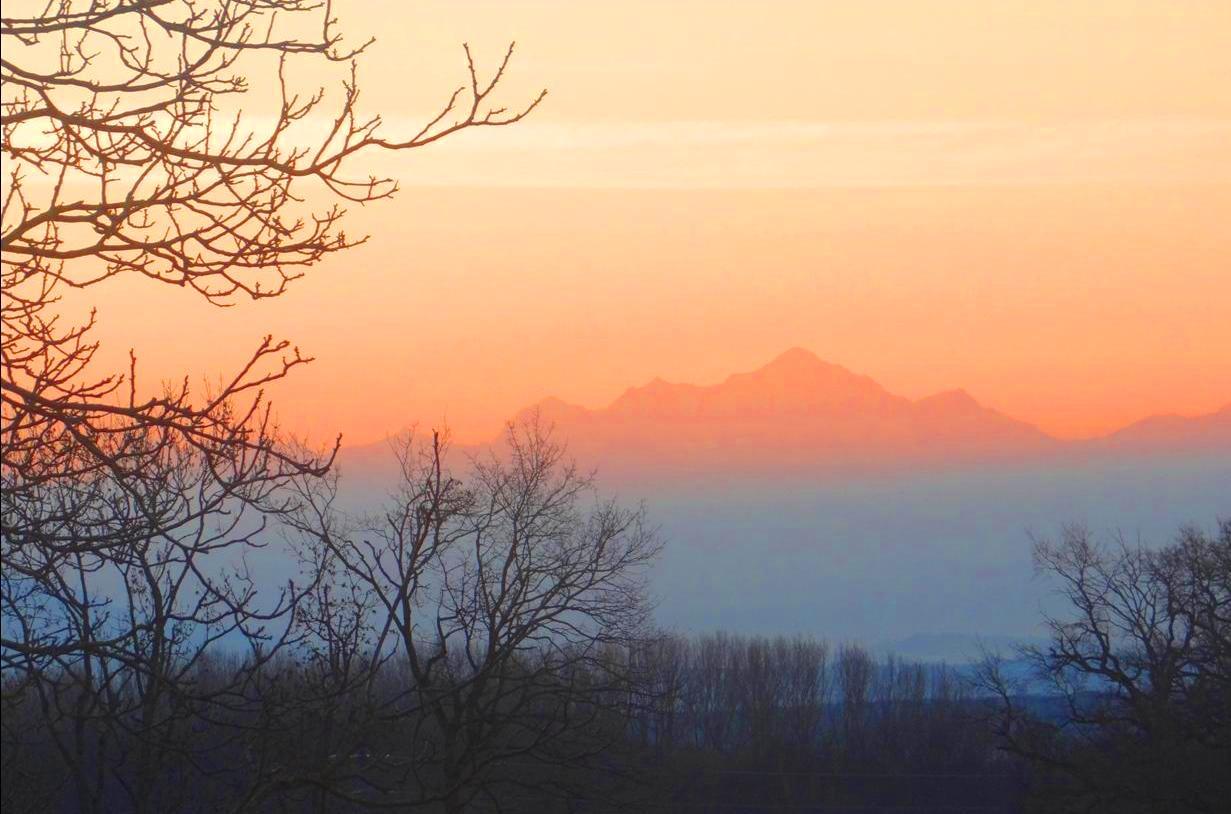 Le Mont-Blanc vu de Gex, au coucher du soleil