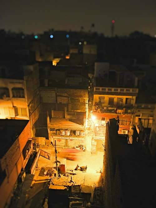 Small IMG_1881 Pahar ganj nuit.jpg