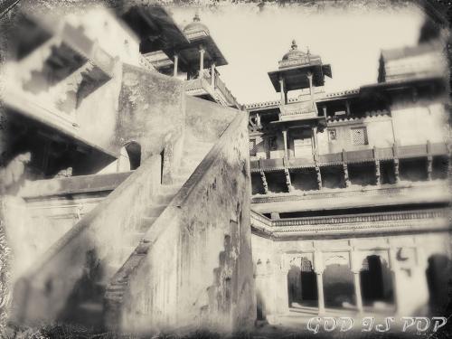 Small IMG_3633 Jahangir mahal.jpg