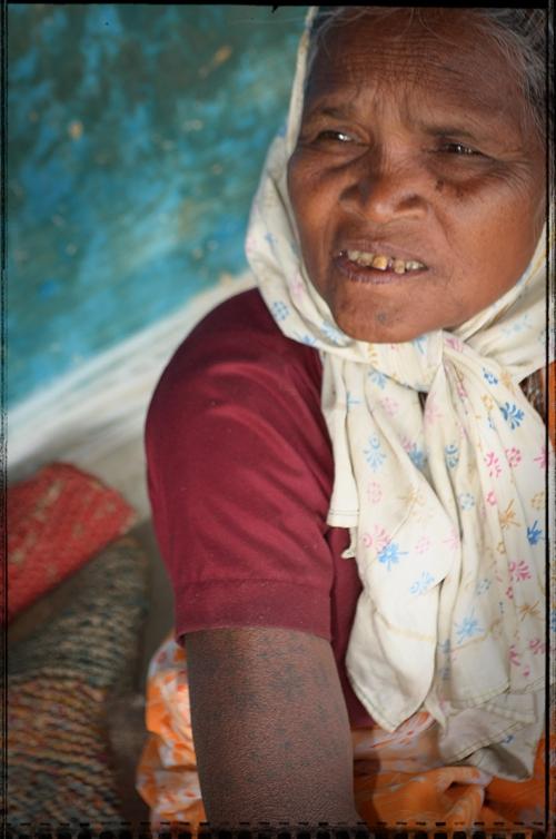 X Small Tribal DSC_0608 Femme Gond vers Barod Chhattisgarh.jpg