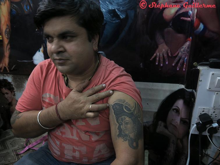 IMG_8544 tatoueur tatoué Shiva Palika bazar Delhi Small.jpg