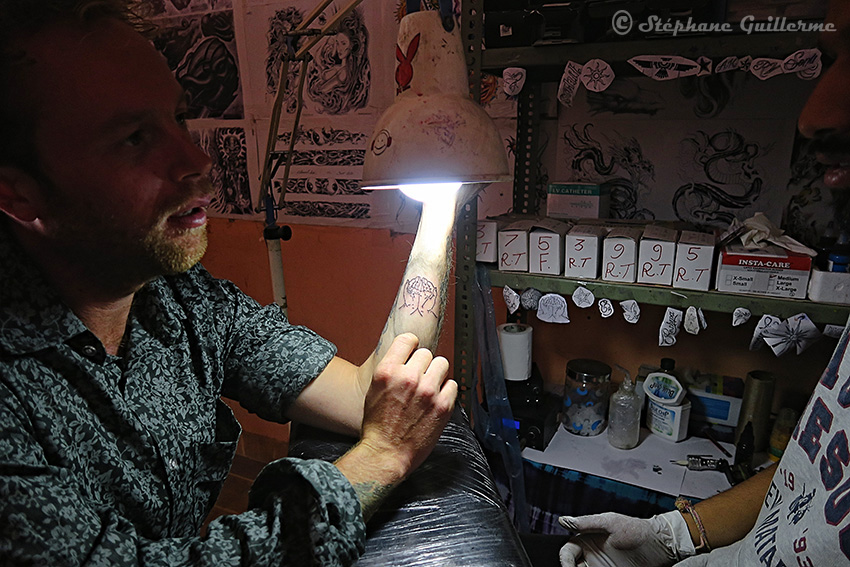 IMG_9897 Tatoueur Dev - Tattoo studio Mack - Pushkar - Rajasthan SMALL.jpg