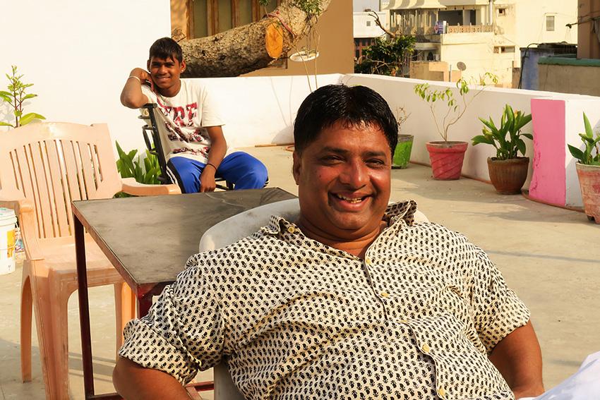 IMG_0425 Gudu et son boy Udaipur Small.jpg