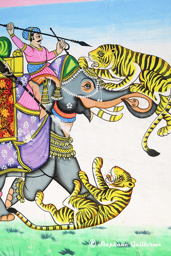 IMG_0370 Fresque murale Udaipur Tigres et éléphant Small.jpg
