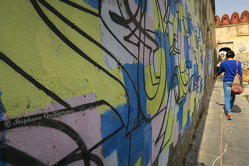 IMG_0361 Graffiti au bord du lac Udaipur Small.jpg