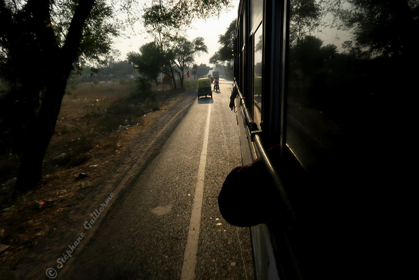 IMG_0660 Dans le bus pour Ahmedabad Small.jpg