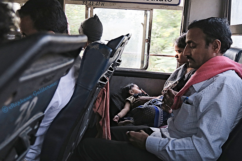 IMG_0646 Bébé dans le bus Small.jpg