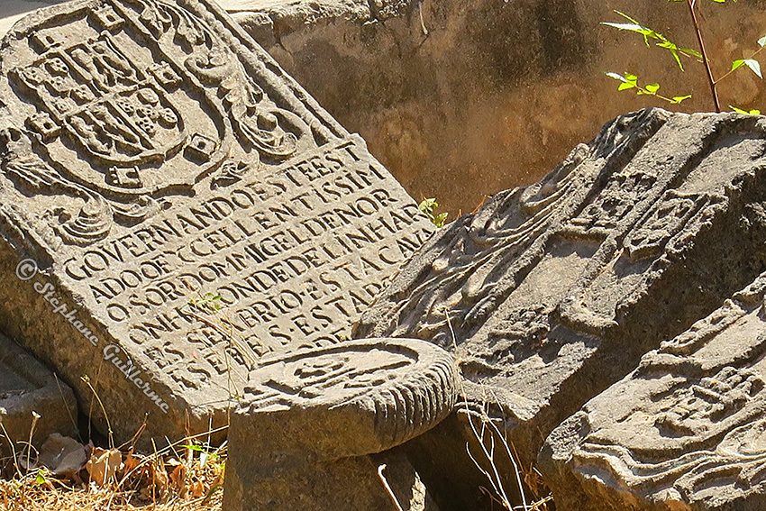 IMG_0868 Vieilles steles portugaises Fort Diu Small.jpg