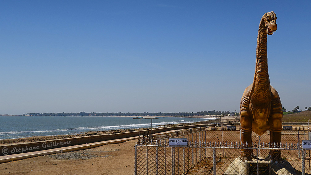 IMG_1136 Jurassic park Vers Nagoa beach Diu Small.jpg