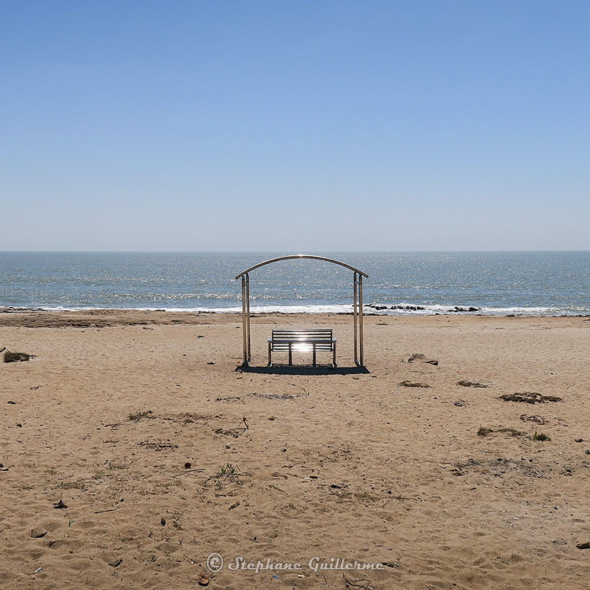 IMG_1133 Banc solitaire plage Nagoa Diu Small.jpg