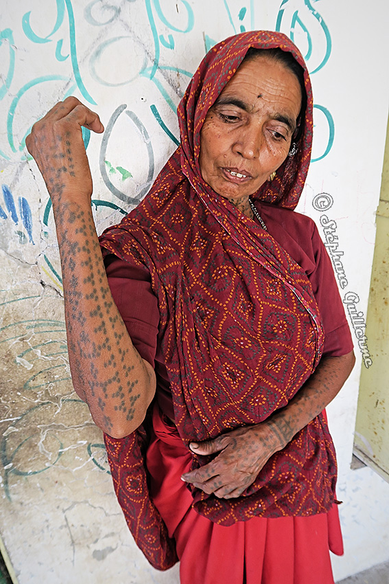 IMG_4794 Femme Koli tatouée Nathad Small.jpg