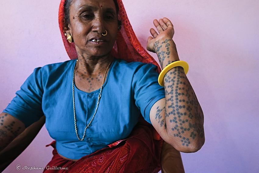 IMG_4849 Femme Koli Village gujarati vers Diu Small.jpg