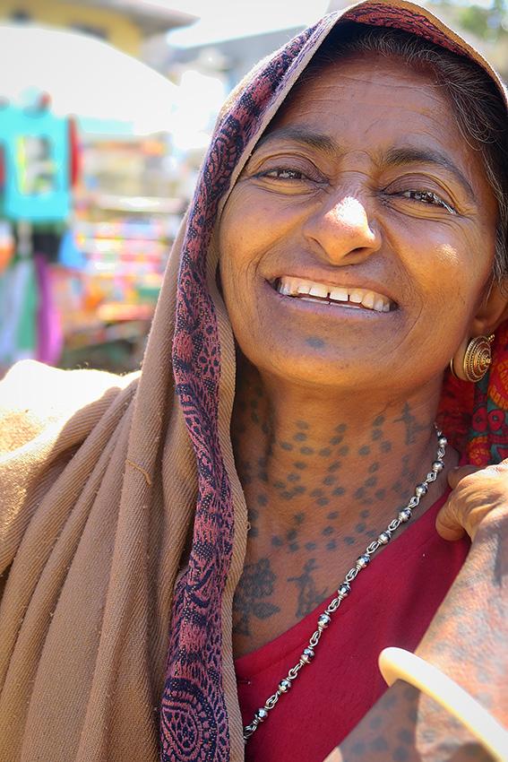 IMG_1084 Femme Koli vendeuse de légmes Diu town Small.jpg