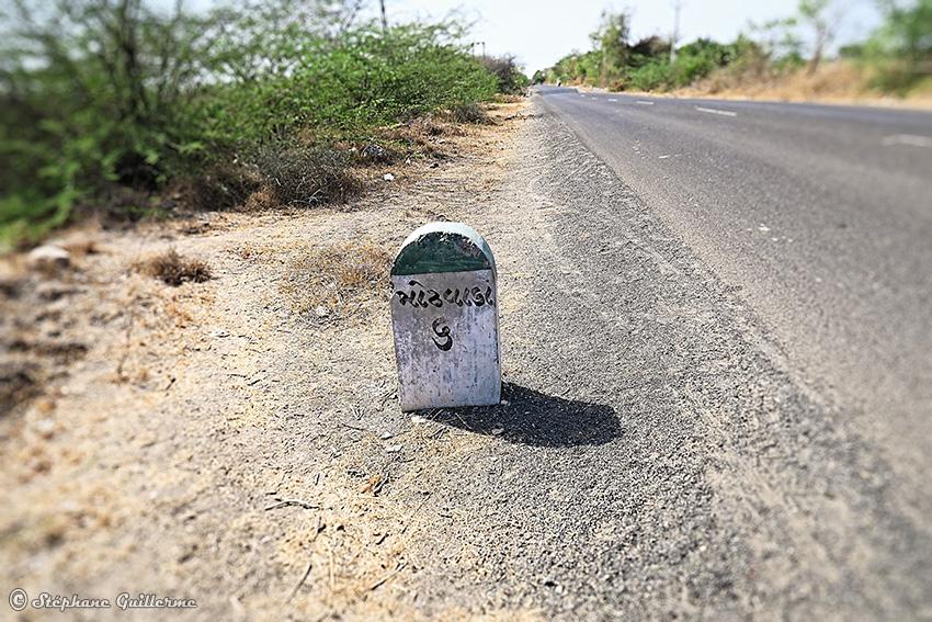 IMG_3350 Borne kilométrique Modhwada Small.jpg