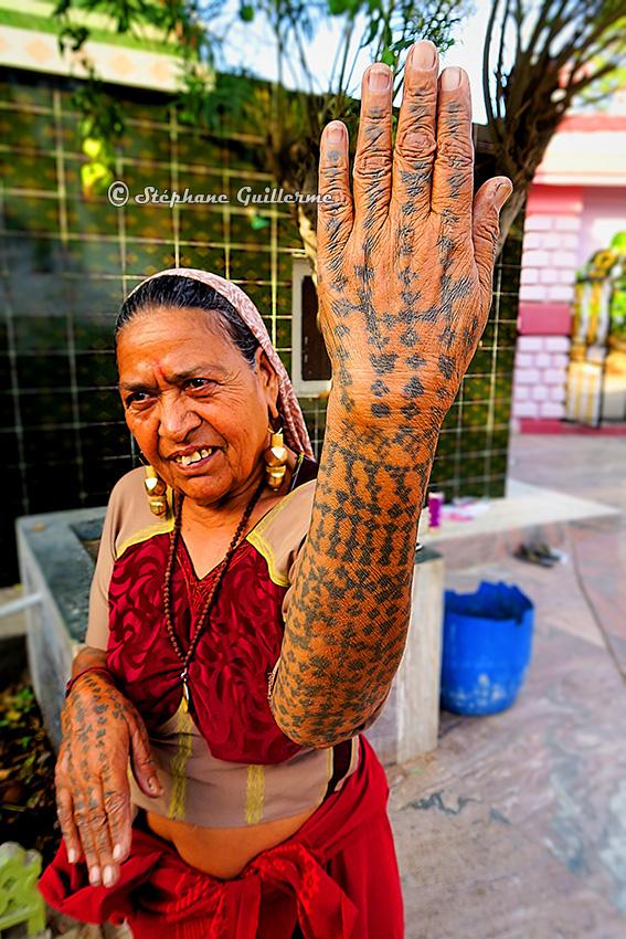 IMG_3515 Femme Maher Tatouages Lirbai Ji mandir Sisli Small.jpg