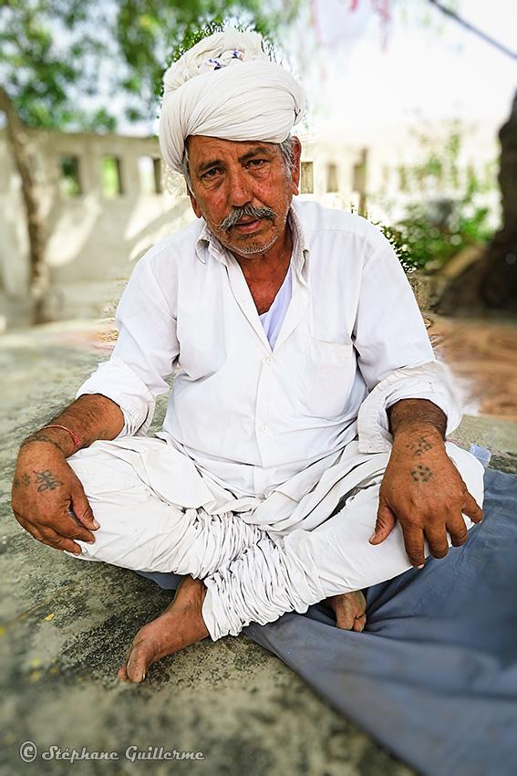 IMG_3375 Tatouages mains Homme Maher Lirbai Ji Mandir  Kinder Kheda Small.jpg