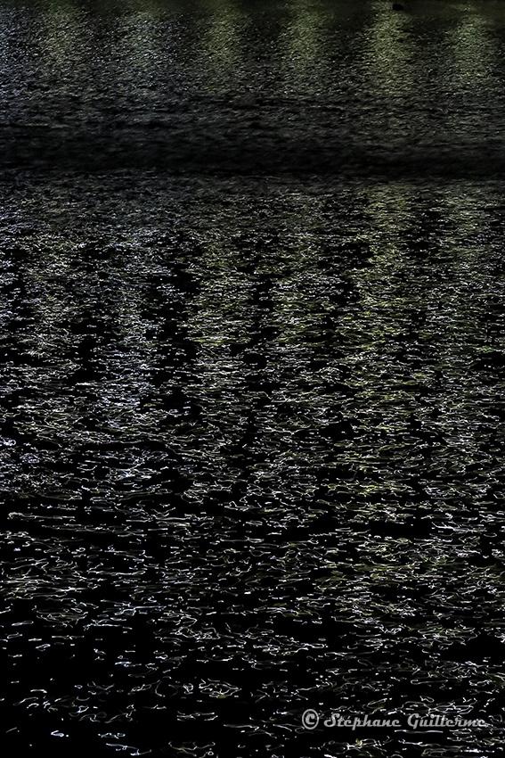 IMG_4323 Reflets dans l'eau de nuit Dwarka small.jpg
