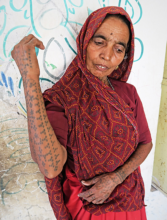 Blog 30x40 cms Tattoo Tribal TT 06  Femme Koli tatouée Una.jpg