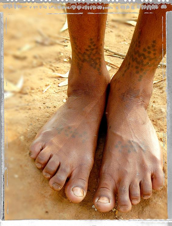 Blog 30x40 cms Tattoo Tribal TT 29 Pieds de femme tribale Jeypore.jpg