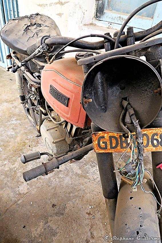 IMG_0942 Moto hybride Enfield Suzuki Diu town Small.jpg