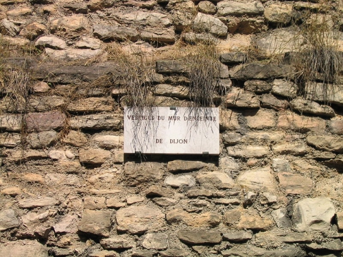 800px-Dijon_vestige_mur_d'enceinte.JPG
