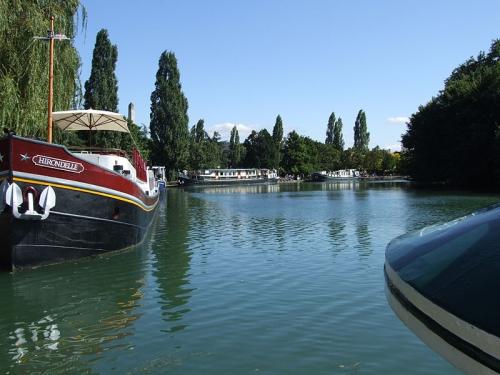 800px-Dijon_-_Port_du_Canal.jpg