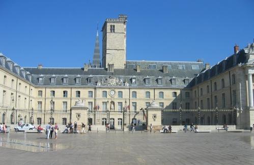 palais bourgogne 1.JPG