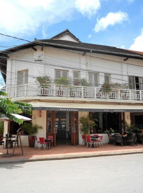 cafe-central-siem-reap-exterior-2_03.jpg