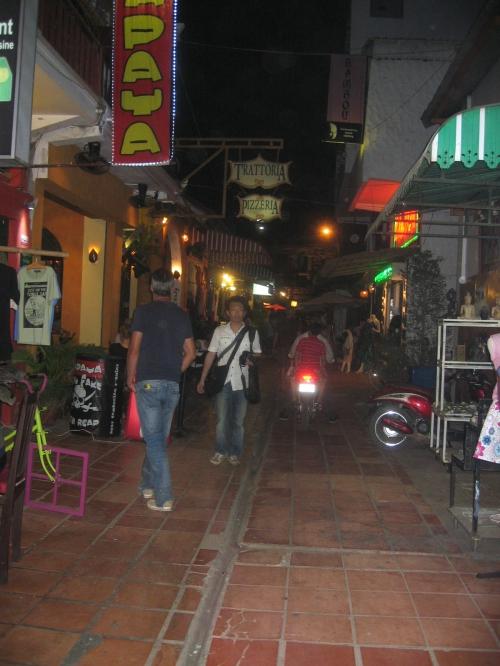 rue le soir.JPG