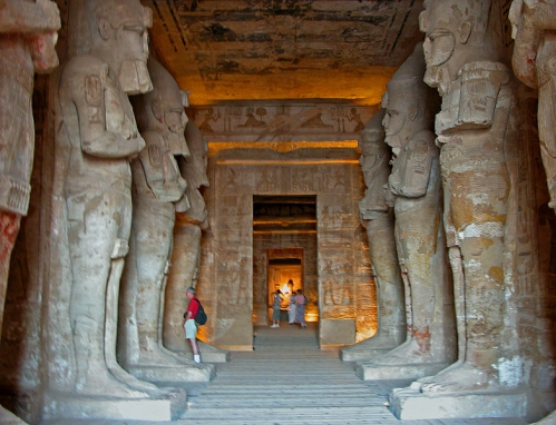 783px-Temple_of_Rameses_II_eight_Osiris_pillars.jpg