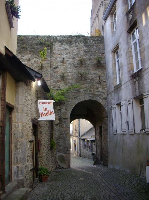 800px-Vannes_-_porte_Saint-Jean.jpg