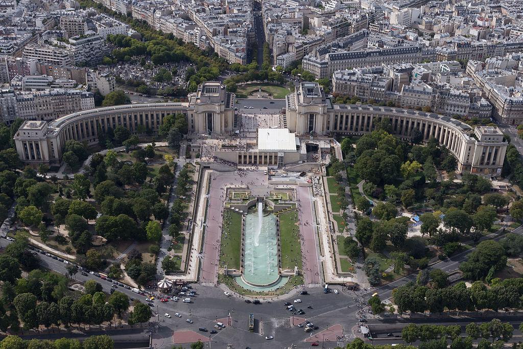 1024px-Palais_de_Chaillot_-_20150801_16h02_(10625).jpg