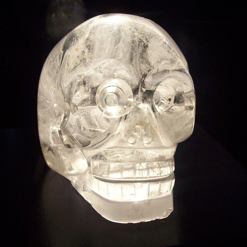800px-Crystal_skull_in_Musée_du_quai_Branly_Paris.jpg