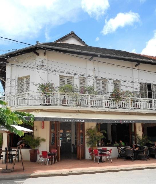 https://static.blog4ever.com/2012/11/719673/cafe-central-siem-reap-exterior-2_03.jpg