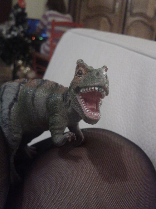 D I N O S A, U R a dinosaur !