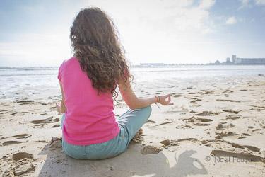 https://static.blog4ever.com/2012/11/720911/Marjorie-zen-plage-couleur-photographe-noel-fouque-blog-bonjour-bien-etre-sables-d-olonne-2.jpg
