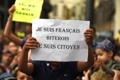 des-manifestants-a-beziers-contre-le-maire-robert-menard-acc_2076358.jpeg