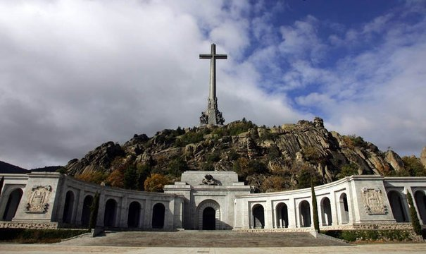 129635_le-valle-de-los-caidos-mausolee-de-franco-pres-de-madrid-le-11-novembre-2005.jpg