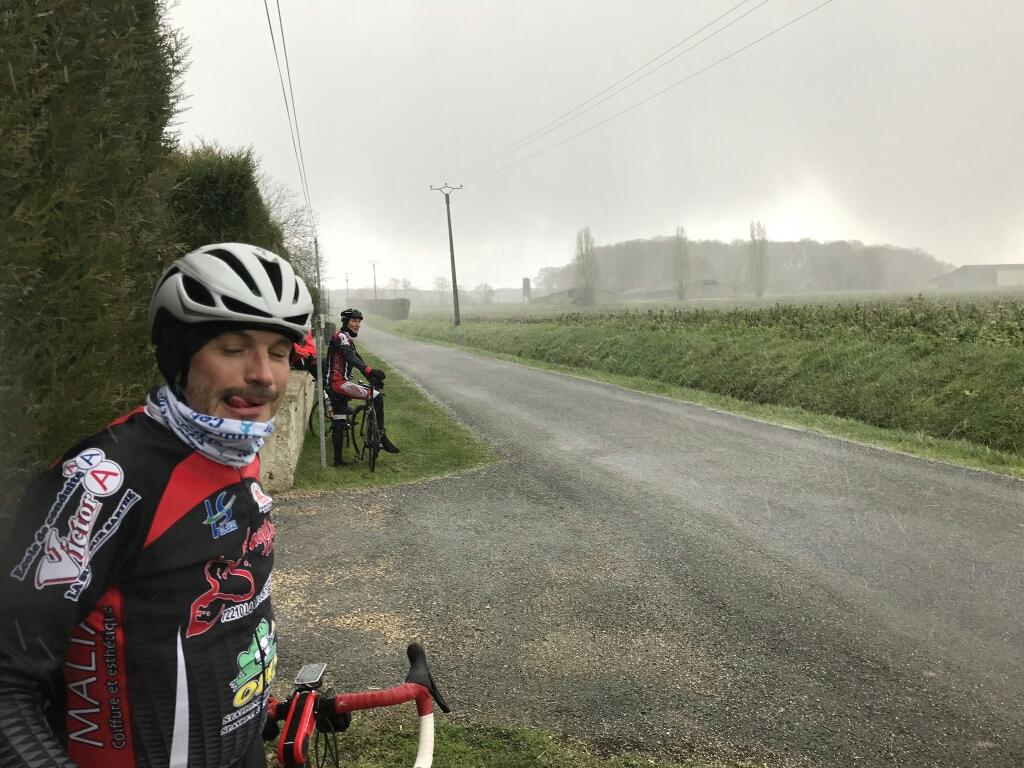 Aux abris !  Commentaire de Titi, moi un Paris-Roubaix me va bien pour cette sortie !