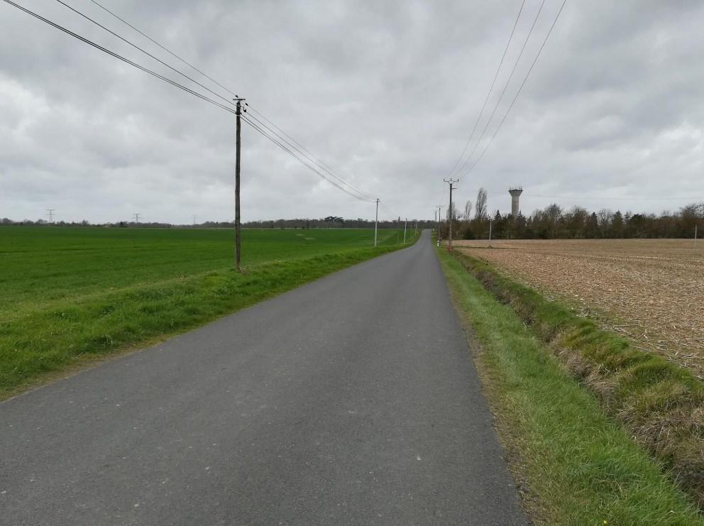 Entre Avoise et Asnières, si vous aviez le son, vous n'entendriez que le souffle de l'air...