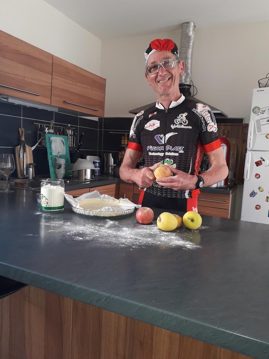 En cuisine pour une bonne tarte aux pommes