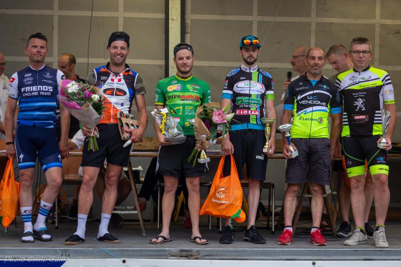 Le plateau podium + gagnants de chaque catégories