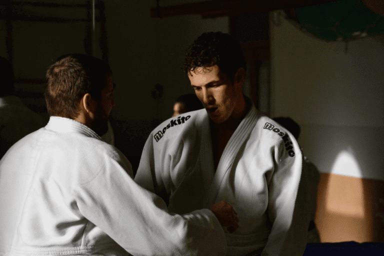 hommes-faisant-du-karate.png