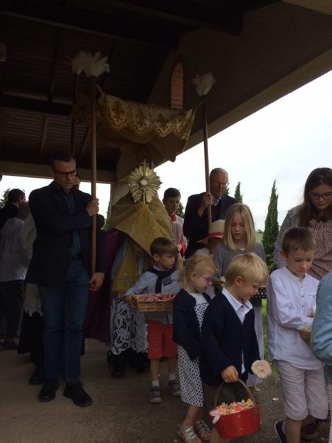 Fête Dieu et premières communions : 3 juin 2018 -